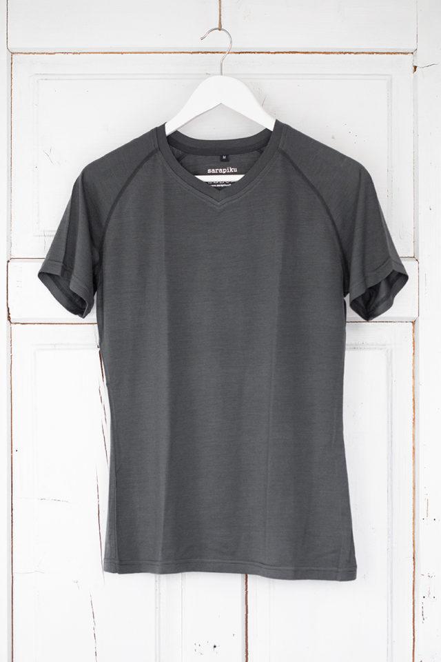 100% merino wool t-shirt Sarapiku V-neck